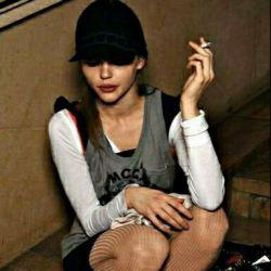 همین امروز فهمیدم که سیگارهایم درد دارند درد جدا شدن از هم .... نخ به نخ