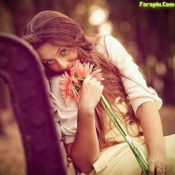 گاهی فکر می کنم تو معجزه می کنی , روحت را می دمی دختری شاعر می شود ....