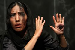 نمایش عقربه سرگردان یک ساعت گمشده  از شهرستان قزوین شرکت کننده در جشنواره تاتر مناطق کشور مهرماه ۹۳ بندر گناوه  عکس:  نواب موسوی