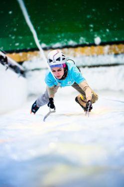 """""""زهره عبد اله خانی """" در حال صعود یخ نوردی در گرایش سرعت-المپیک زمستانی سوچی- روسیه 2014"""