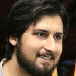 لبخند آدمی بر برادر مومن اش ، حسنه هست.   امام باقر(ع)  لبخند فراموش نشه!!!!