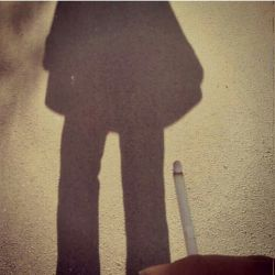یکی از خوبی های سیگار آتشی است که دلت را آرام میکند دربرابر کسی که دلت را آتش زده است