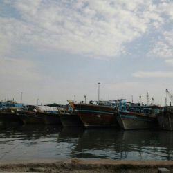 اینجا تصویری از لنج های شهر ما بندر گناوه است