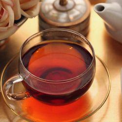 قندان خانه را پر کرده ام از حرفهایت... تو که میدانی من چای تلخ دوست ندارم.! هوس فنجانی دیگر کرده ام... کمی بیشتر ، بمان....