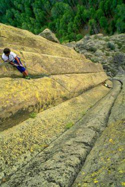 عاشق صخره نوردیم.خیلی ورزش باحالیه