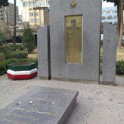 اینم آرامگاه محمد تقی خان پسیان..باغ نادری