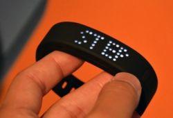 دستبند ZTE با قابلیت سازگاری با گوشی های اندرویدی و iOS: کمپانی زد تی ای در نمایشگاهCES  امسال برای مشتاقان وسایل تناسب اندام پوشیدنی، دستبند Grand را ارائه نمود. دستبند گرند جزو لوازم جانبی تناسب اندام محسوب می شود.