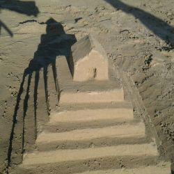 مقبره کوروش کبیر بر روی ساحل زیبای گناوه