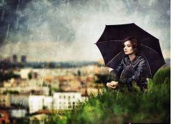 میگویی دوست داری زیرباران قدم بزنی،اماوقتی باران میبارد چتربه دست میگیری. میگویی آفتاب را دوست داری ولی درزیرنورآفتاب به دنبال سایه میگردی. میگویی بادرا دوست داری ولی وقتی باد می وزد پنجره را میبندی.حالا دریاب وحشت مراوقتی میگویی دوستت دارم!