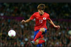 تیم ملی کره جنوبی بعد از 120دقیقه موفق شد با دو گل ازبکستان را شکست دهد و به نیمه نهایی سعود کند.حریف کره از بین عراق و ایران مشخص خواهد شد.