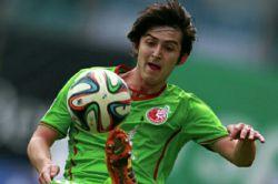 تیم ملی فوتبال ایران در نیمه اول بازی با گل سردار آزمون مقابل عراق به پیروزی رسید. مهرداد پولادی با دریافت کارت زرد دوم اخراج شد.