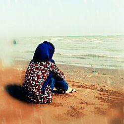 دریا اولین عشق مرا بردی ... دنیا دم به دم مرا تو آزردی ... دریا سرنوشتم را به یاد آور ... دنیا سرگزشتم را مکن باور
