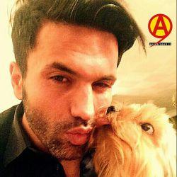 بوسه نیکبخت به سگ خانگی  asrvarzesh.ir