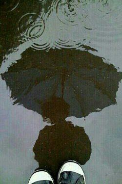 شاید اینبار خدا میخواهد که پس از بارش غم.. و پس از خواندن نامش هردم.. آسمان دل تو صاف شود و نگاهت به همه اهل زمین پاک شود, شاید  اینبار خدا میخواهد  که خودش چتر تو باشد.. که بمانی.. نروی ودگربار نگویی:سهراب قایقت جادارد؟!