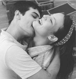 #love_dislove چه فرقی دارد,حساب روزهای عاشقی من به تاریخ شمسی باشد یا قمری وقتی من تو را هرلحظه عاشق میشوم از نو...