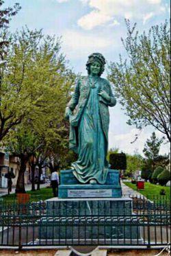 مجسمه مستوره اردلان، شاعر وتاریخ نگار نامی کرد ،کاری از استاد هادی ضیاءالدینی