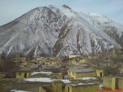 نمایی از روستای خرمکوه +کوه هزارخال برفی
