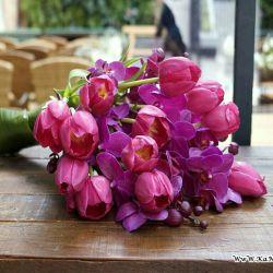 این دسته گل زیبا رو تقدیم میکنم به همه ی دنبال کننده هام که با لایکاشون من رو شرمنده خودشون میکنن... دوستون دارم هوارتااا!