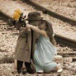روز عشاق به همه عاشقا مبارک باشه دعا کنید منم یه عشق پیدا کنم .....
