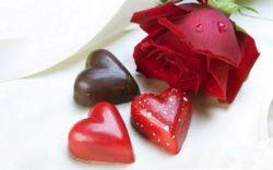 در ایران باستان،نیز بیست قرن پیش از میلاد روزی موسوم به روز عشق بوده است. این روز در تقویم جدید ایرانی دقیقا مصادف است با 29 بهمن، یعنی تنها 4 روز پس از ولنتاین غربی است. این روز «سپندارمذگان» نام دارد.