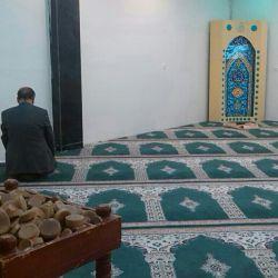 وقت نماز ظهر. نمازخانه سالن کنفرانس دانشگاه شهید بهشتی. از ۱۰۰۰ نفر مدعو فقط همین یکنفر آمده بود برای نماز اول وقت. نمیدانم چه مون شده؟؟؟