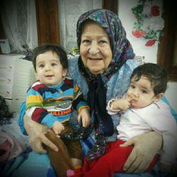 مادر بزرگ و نتیجه هاش سید علی اصغر و سیده حسنا