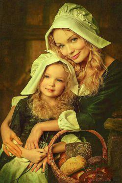بچه ای به مادرش گفت: اگر بهشت حق توست،چرا در دستانت نیست و زیر پاهایت قرار دارد؟  مادر گفت:  آن را زمین گذاشتم تا تو را در اغوش بگیرم!