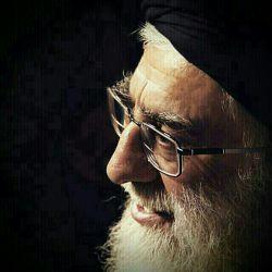 به همه عالم اسلام به خدا پدرترینی....سر وجانم به فدایت، رهبرم، عزیزترینی...ره دین وخاک پاکم،تو فقط یکی اشاره....بکنم جان حقیرم،به فدای تو ستاره...چو ببینم رخ ماهت، رود آسمان دو دستم....بفرستم صلواتی ودعایی..، به زبانو ، همه هستم...