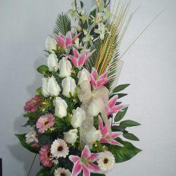 این گل رو خریدم واسه جشن خودم انشاالله قسمت همه مجردها بشه .....این دسته  گل رو تقدیم میکنم به همه دوستان خوبم تو لنزور