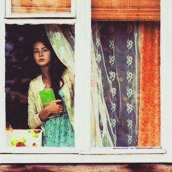 مردى کلاهش را برداشت به احترام چنارها ..  یعنى آمد ،  یعنى آمد بهار ..  زنى سنبلى را به آغوش گرفته بود ، مى خندید ..  یعنى آمد ،  یعنى آمد بهار .. کودکى با دو ماهى سرخ توى دستانش شادى کنان مى دوید ..  یعنى آمد ،  یعنى آمد بهار ..  من اما ..  نشسته ام کنار پنجره به تویى فکر مى کنم که به همه میایى ..  الا من