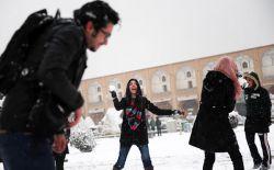 دوستان غیرایرانی من بر این باور بودند که ایران یک کویر گرم و خشک بزرگ است و ایرانیان مردمانی سیه روی و افسرده