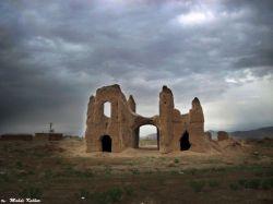 http://fa.wikipedia.org/wiki/سیرجان | سردر قلعه جنت آباد در جاده باغ سنگی