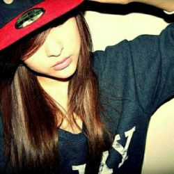 ♥باور کن هرگز لایق دوست دارم نبودم ملتمسانه از تو میخوام:دوست دارم هایت را به کسی بگویی که لایق دروغ هایت باشد ♥