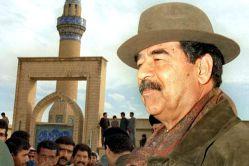 """صدام حسین زنده است!~ پایگاه إنتلجنسی ویژه موضوعات اطلاعات امنیتی ادعا کرده که همان روزی که """"میخائیل رمضان"""" بدل صدام حسین اعدام شده بود، دیکتاتور عراق توسط نیروهای روسی به خارج از عراق انتقال داده شد.  صدام به همراه دخترش """"رغد"""" روز مراسم تدفین، به یمن گریخت.»"""