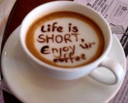 یه كافی شاپ تو استرالیا كه با این كارش سعی كرده كمى ادب كلامى در مردمش ایجاد كنه ! 1 قهوه = 5 دلار 1 قهوه لطفا = 4 دلارو پنج سنت صبح بخیر ، یك قهوه لطفا = 3.5 دلار مسلما مردم ترجیح میدن به ازای كمی مودب بودن یك دلار كمتر پرداخت كنند . من اگه برم تو این كافى شاپ ، میگم سلام صبح بخیر ، حالتون خوبه انشاا...، بچه ها خوبن ، همسر گرام خوبن ، بى زحمت ، قربون دستتون ، اگه زحمتى نیست یك قهوه لطفا ، اصلا شما بشینید خودم میریزم ، خلاصه قهوه مجانى میخورم 5 دلارم میگیرم میام بیرون:)