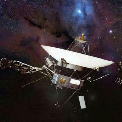 وویجر۱ سال ۱۹۷۷ به فضا پرتاب شد و با سوخت هسته ای کار میکند و تا سال ۲۰۲۰ از کار می افتد ' وویجر ۱ همکنون از منظومه شمسی خارج شده و در قضای بین ستاره ای یا ابر اورت قرار دارد