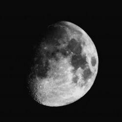 ماه ' عکس گرفته شده خودم