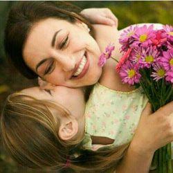 ای مهربانترین فرشته خدا بگو چگونه تو رادر قاب دفترم توصیف کنم صبر و مهربانیت را چطور در ابعاد کوچک ذهنم جا دهم.... وقتی بوسه بر دستان چروکیده ات میزنم یاد کودکی ام می افتم که همیشه به خاطر لطافت دستانت به همه فخر می فروختم مادرم  پیشاپیش روزمادربرتمام مادران دنیا مبارک..