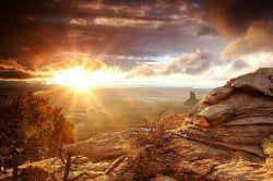 می گویند ساده ام....!  می گویند انگار از پشت کوه آمده !      انگار نمی دانند ؛  هر روز صبح از پشت کوه  خورشید طلوع می کند... شادی رضایی
