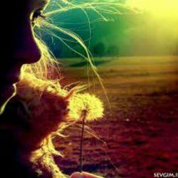 نزدیک ترین آدم به تو آن کسی است که  از دورترین فاصله ها همیشه به فکرته...
