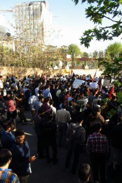 تجمع دانشجویان مقابل سفارت عربستان (تاریخ عکس 94/1/24 ساعت 18)