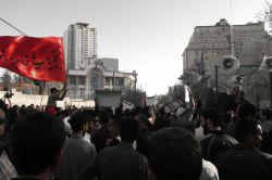 تجمع دانشجویان مقابل سفارت عربستان (تاریخ عکس 94/1/24).....لبیک یا خامنه ای....،