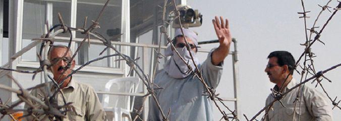 در سال های اخیر و بخصوص پس از تحولات عراق برخی از اعضای سازمان مجاهدین خلق توانستند از بند تشکیلات این سازمان فرار کنند. آن ها رازهایی دارند از ده ها سال اسارت که شنیدنی است. در این مستند یکی از اعضای سابق این سازمان مسائل پشت پرده سازمان مجاهدین خلق را بازگو می کند. « اشتباه » سه شنبه 8 اردیبهشت ماه ، ساعت 23 و به مدت 45 دقیقه از شبکه مستند پخش می شود.