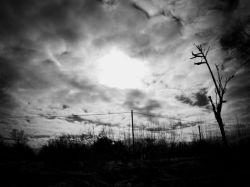 آسمان ابری روستای تطف-زمستان 91-عکس :بهرام حاجی زاده