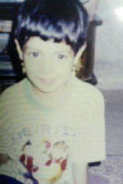 هه،بچگیامم خوجل بودم؟یاکلابرم محوشم؟خودموخیلی دوسدارم بچه باحالی بودم تیپ پسرونه،کارای پسرونه.هه