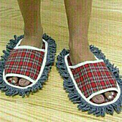 کادوی روز مرد هم دمپایی هستش همم میتونه کف خونه رو پاک کن.کفش دو کاره مردانه