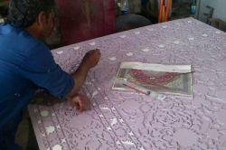 مراحل رنگ آمیزی قالی فلزی