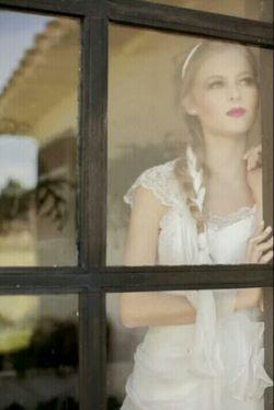 وقتی دلی برای دلی تنگ می شود/                       پای عقربه ها لنگ می شود!/         تکراریند ؛ پنجره ها و ستاره ها/   خورشید بی درخشش و گل، سنگ می شود/           پیغام آشنا که ندارند بلبلان/     هر ساز و هر ترانه بد آهنگ می شود/      احساس می کنی که زمین بی قواره است!/         هر وجب؛ دو سه فرسنگ می شود!/        باران بدون عاطفه ؛خشکی می آورد/      رنگین کمان یخ زده ؛ بی رنگ می شود/          هر کس به جز عزیز دلت یک غریبه است/     وقتی دلت برای دلی تنگ می شود !!!
