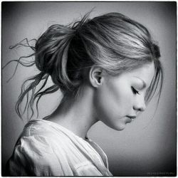 یه دختر وقتی بعد شکستن یه ناخنش نه تای دیگه روهم کوتاه میکنه ببین اگه دلش بشکنه چه کارا که نمیکنه!!