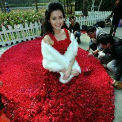 لباسی از جنس گل